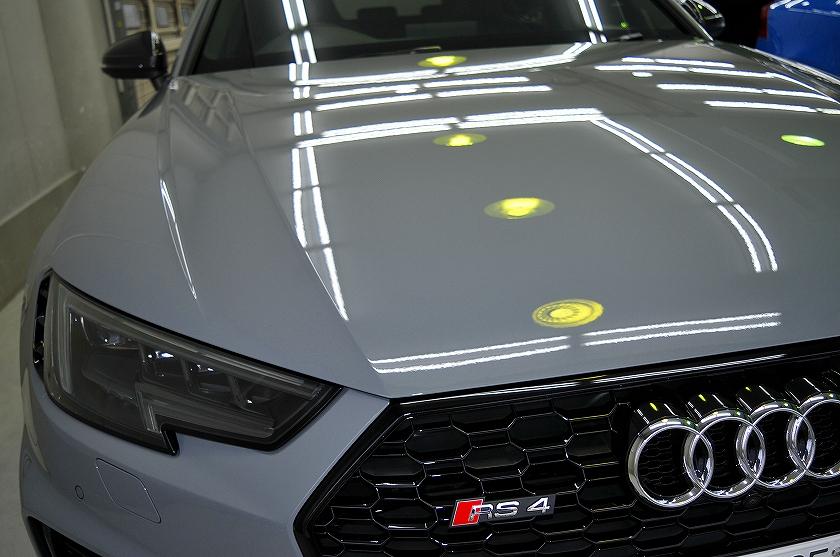 アウディ RS4 ガラスコーティング施工例足立区F様
