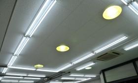 工房内蛍光灯及び天井材一新!