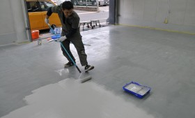 恒例の工房内床面防塵塗料塗り直し!